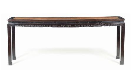 Zitan- och huanghuali-bord. Kina, Qingdynastin, Qinalong-perioden. Utrop: 278 000 SEK Cambi