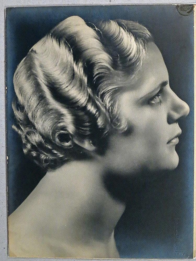 Willy Kessels (1889-1974) Tête de jeune femme à la chevelure blonde ondulée de profil Librairie Henri Godts