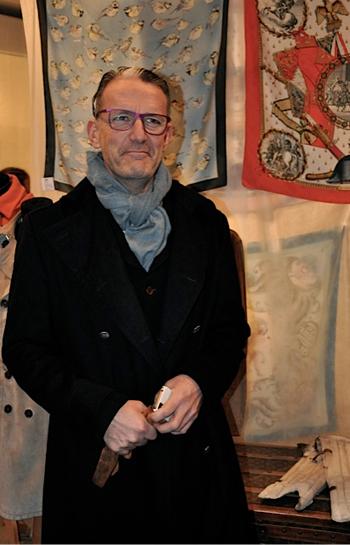 Designern-och-inredaren-Simon-Davies_STOCKHOLMS-AUKTIONSVERK_FASHION_Auktion