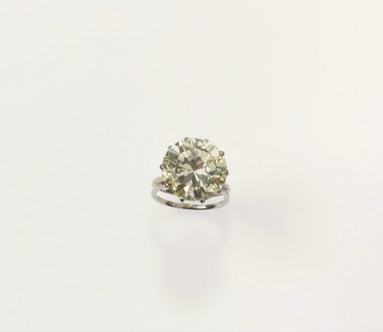 En cirkulär diamant 17,52 karat. Lot 171. Utrop: 100.000 Euro