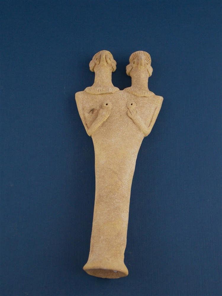 Weibliches Fruchtbarkeitsidol mit zwei Köpfen, Terracotta, Syro-hethitisch (1180-700 v. Chr.)