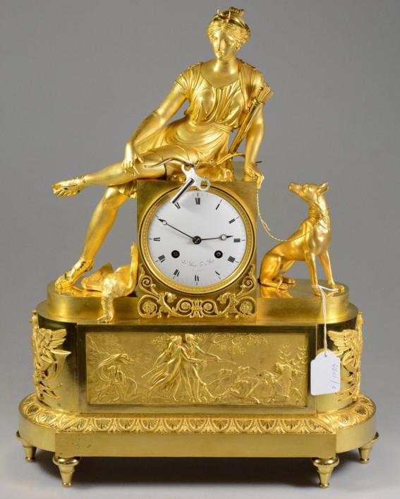 """Pendule en bronze doré d'époque Empire , """"Diane chasseresse""""  Modèle de Claude Galle, cadran signé Leroy , horloger du roy Rops"""