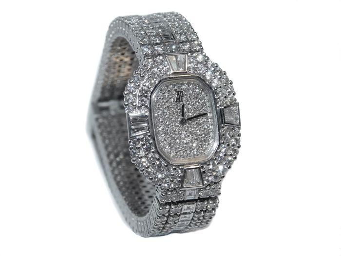 AUDEMARS PIQUET - Damenarmbanduhr aus Weißgold mit Diamantbesatz (15,66 ct), 1990er Jahre, Einzelstück!! Schätzpreis: 65.000-95.000 EUR