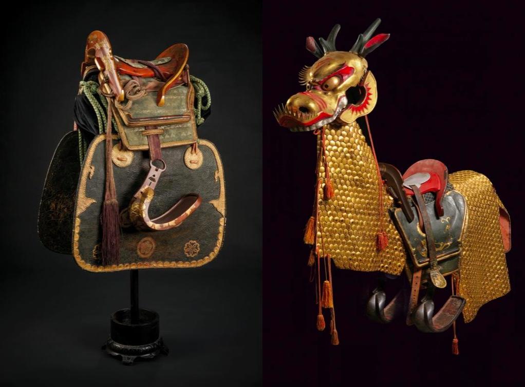 Links: Sattel mit Steigbügeln, Satteldecke und Seitenschutz, Japan Edo-Zeit (1603-1867) Rechts: Pferderüstung mit Drachenmaske und Sattel, Japan Edo-Zeit (1603-1867)