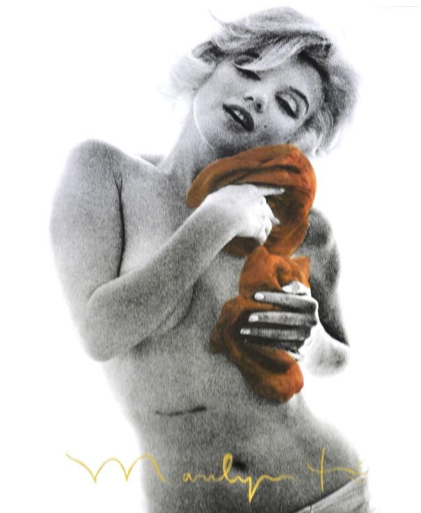 """Bert Stern """"Marilyn Monroe with Cognac Roses"""" Photos, tirage pigmentaire, signée à l'or 24 carat sur la face et au dos, tamponné sur le dos"""