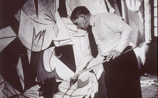 正在製作格爾尼卡(Guernica)的畢卡索