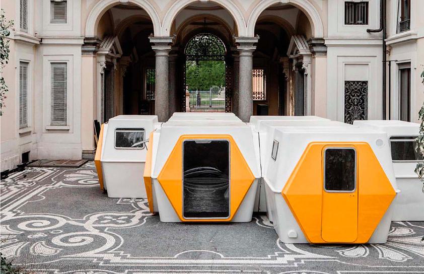 Åtta stycken Hexacuber från 1972 säljs den 28 maj hos Leclere i Paris. Designade av Geroges Candilis (1913-1995) och Anja Blomstedt (1937-). Modulerna utgör tillsammans 41,2 kvadratmeter och har tidigare tillhört Port Leucate i Frankrike. Bild: Leclere