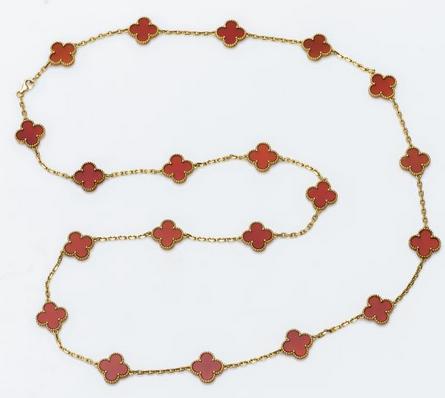 Collier Vintage Alhambra en or jaune 18 carats  Estimation : 4 000 € / 6 000 €