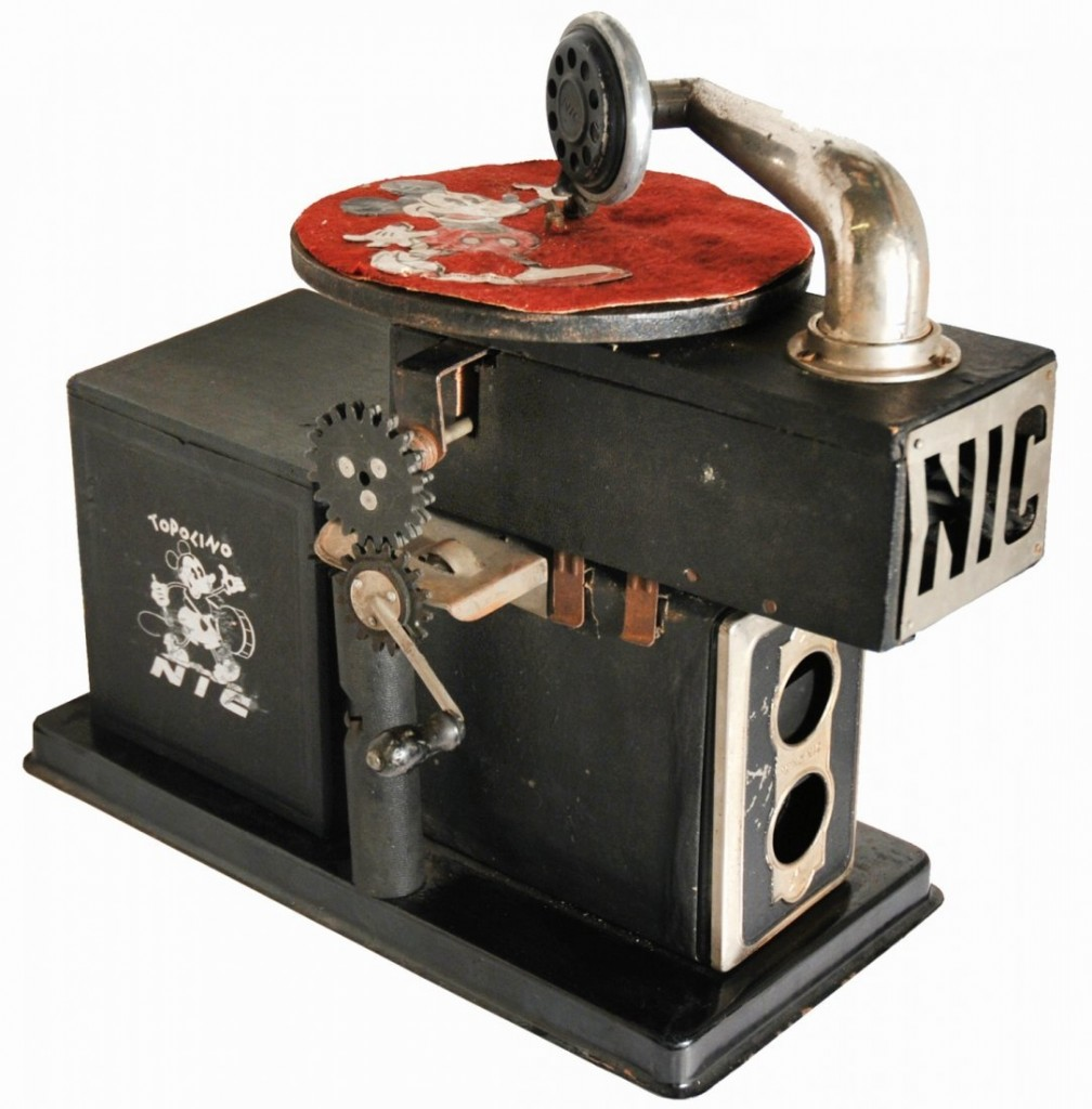 NIC - Mickey Mouse film projector with 15 film strips, 1930 Estimate: 600-1500 EUR