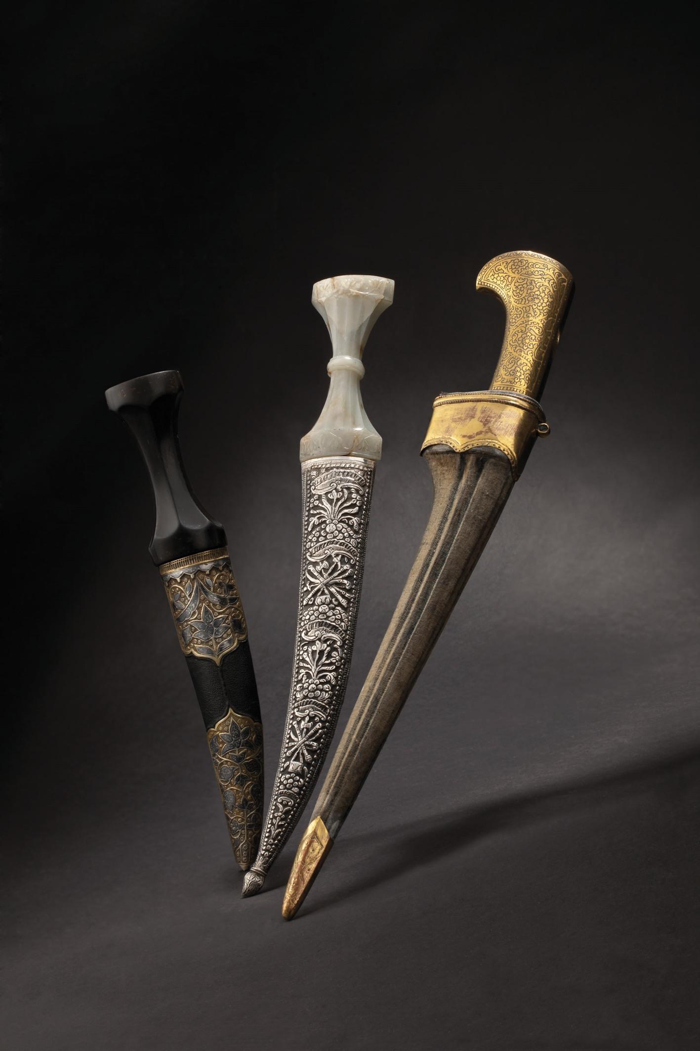 HH_69_LotNo_2429_Ottoman_silver_mounted_khanjar_Mid_9500