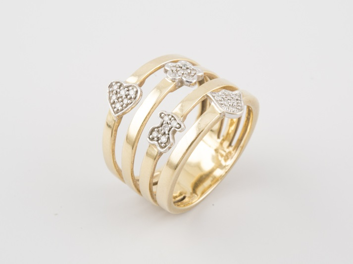 Sortija de oro de la firma TOUS, con 4 motivos (corazón, oso, flor y tulipán) de oro blanco y 23 brillantes