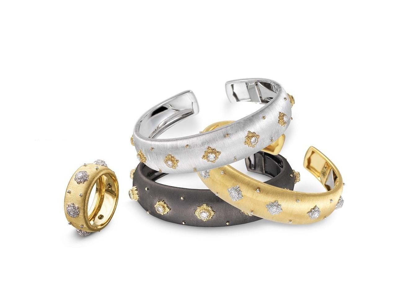 Bracciali e anelli con borchiette di diamante. Foto: Jing Daily