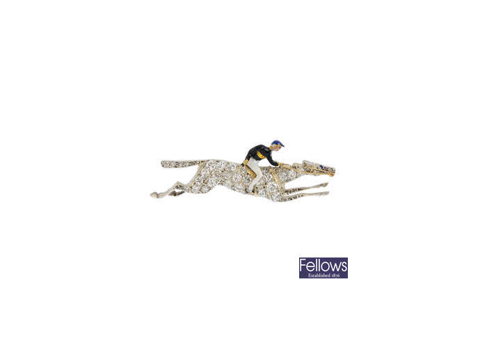 Broche en forma de jockey con caballo de carreras de diamantes y jinete en esmalte