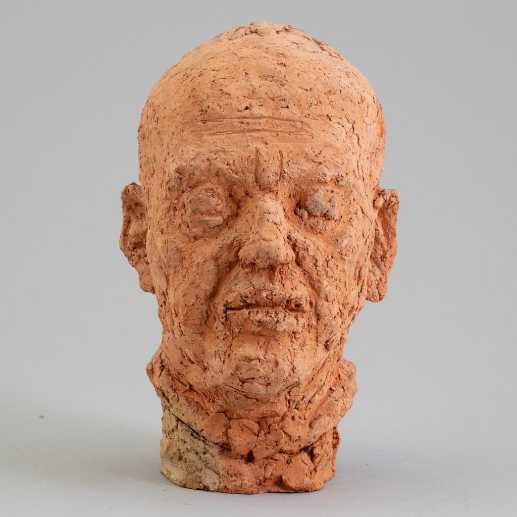 "Amund Arle, ""Manshuvud"", skulptur i terracotta. Foto: Bukowskis."