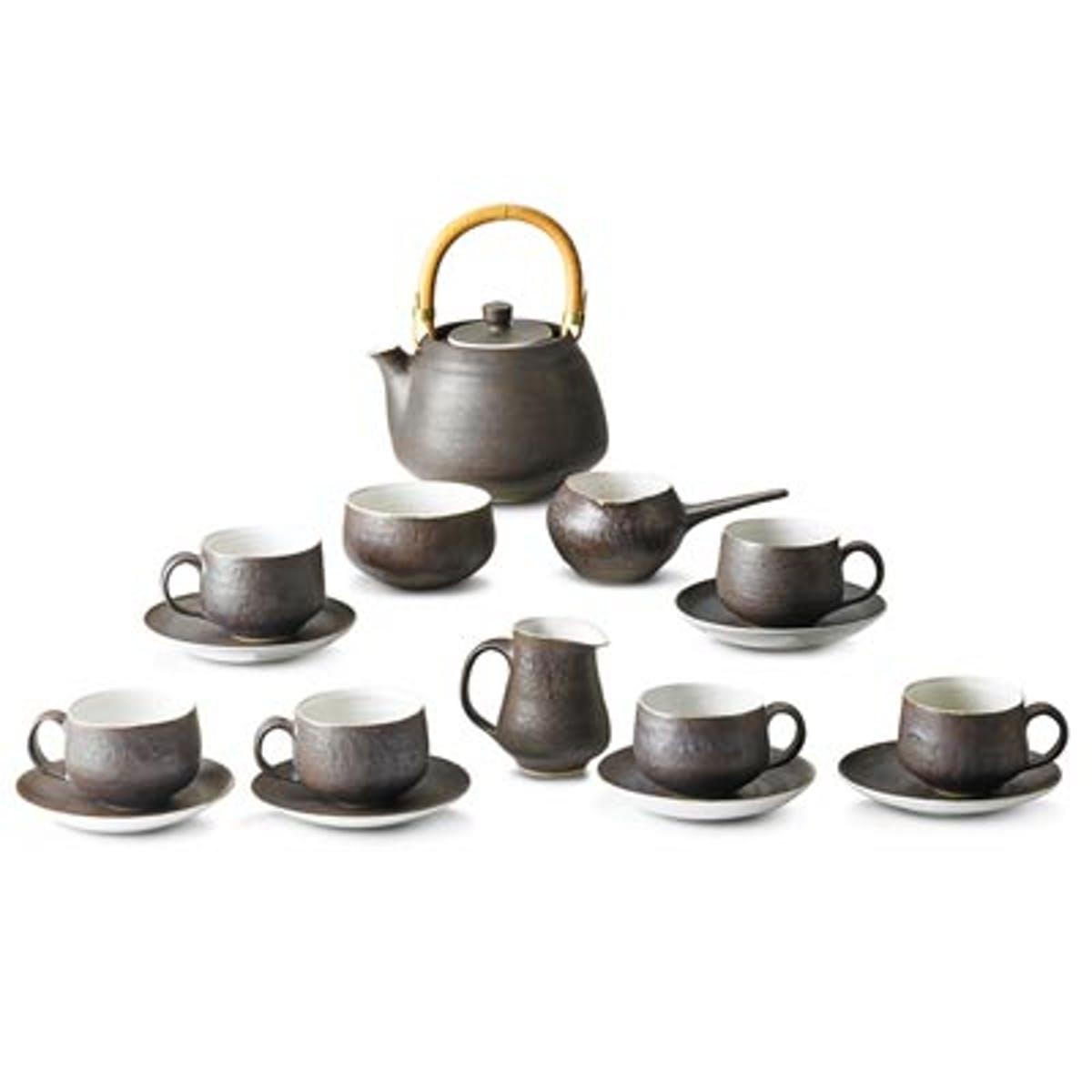 LUCIE RIE. Juego de té. Inglaterra (años 50). Imagen vía: Rago Arts