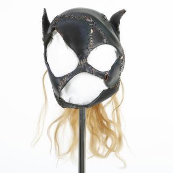 Un masque porté par Michelle Pfeiffer en Catwoman / Selina Kyle dans Batman Returns (Warner Bros., 1992) réalisé par Tim Burton
