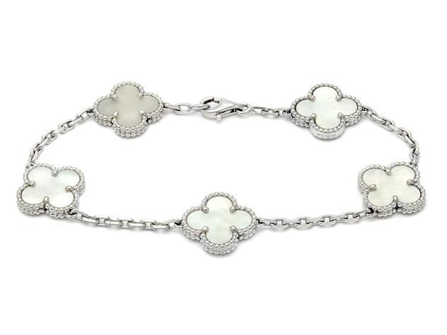 Nr 160. VAN CLEEF & ARPELS, armband, Alhambra vintage, 18K vitguld, pärlemor, certifikat, längd 19 cm, vikt 12,7 g ,originaletui. Utrop: 20,000 SEK.