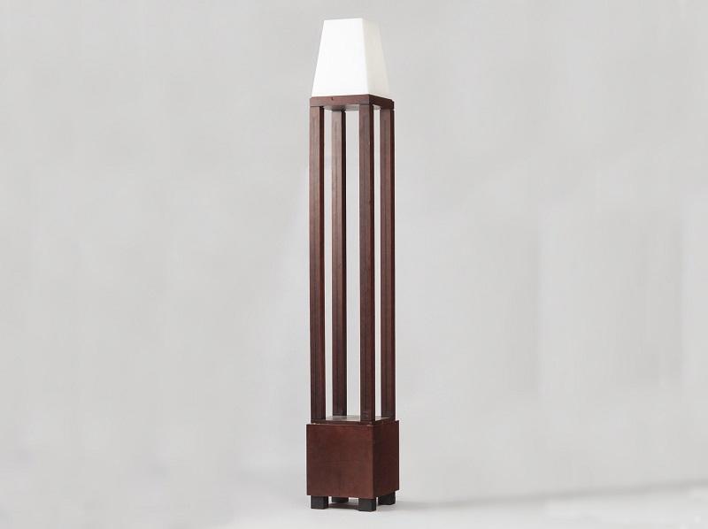 """Lámpara italiana Obelisco de Michael Graves (1934-2015). Producción limitada de 4 copias de """"Sawaya y Moroni"""""""