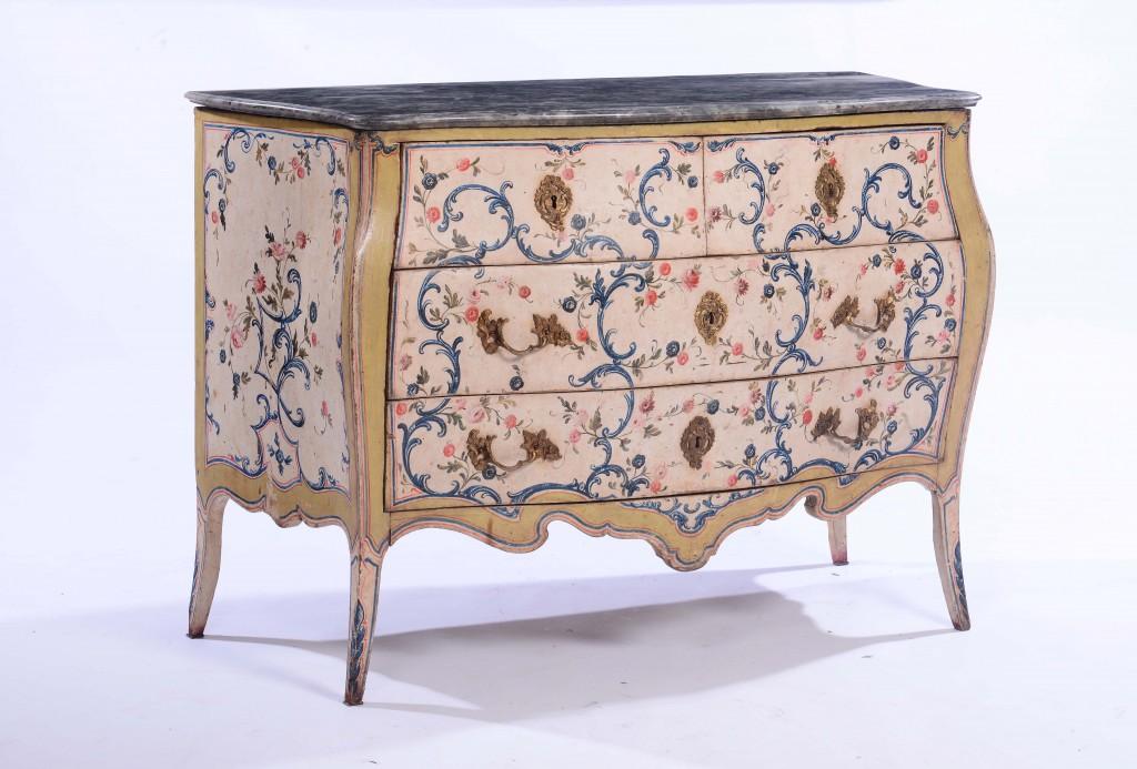 Commode en bois laqué, Gênes, milieu du XVIIIe siècle Estimation: 8 000 - 10 000 €