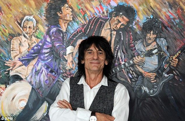 Ronnie Wood vor einem seiner Werke