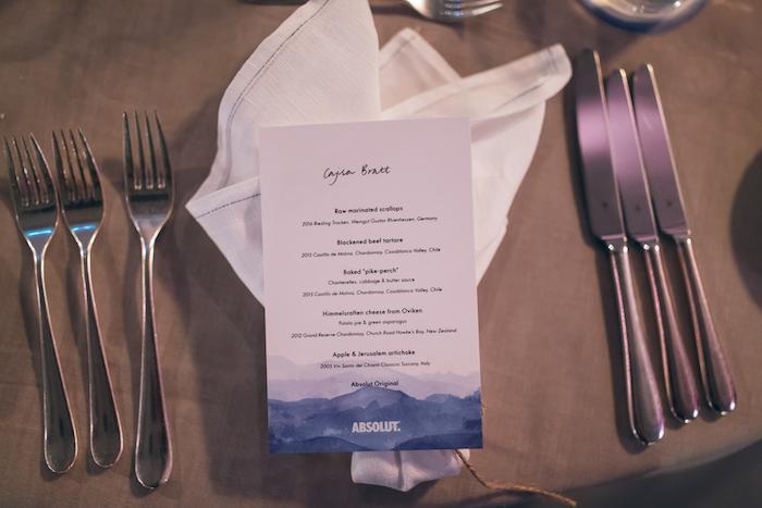 En sagolik middag serverades med genomgående vitt vin och Absolut Vodka förstås