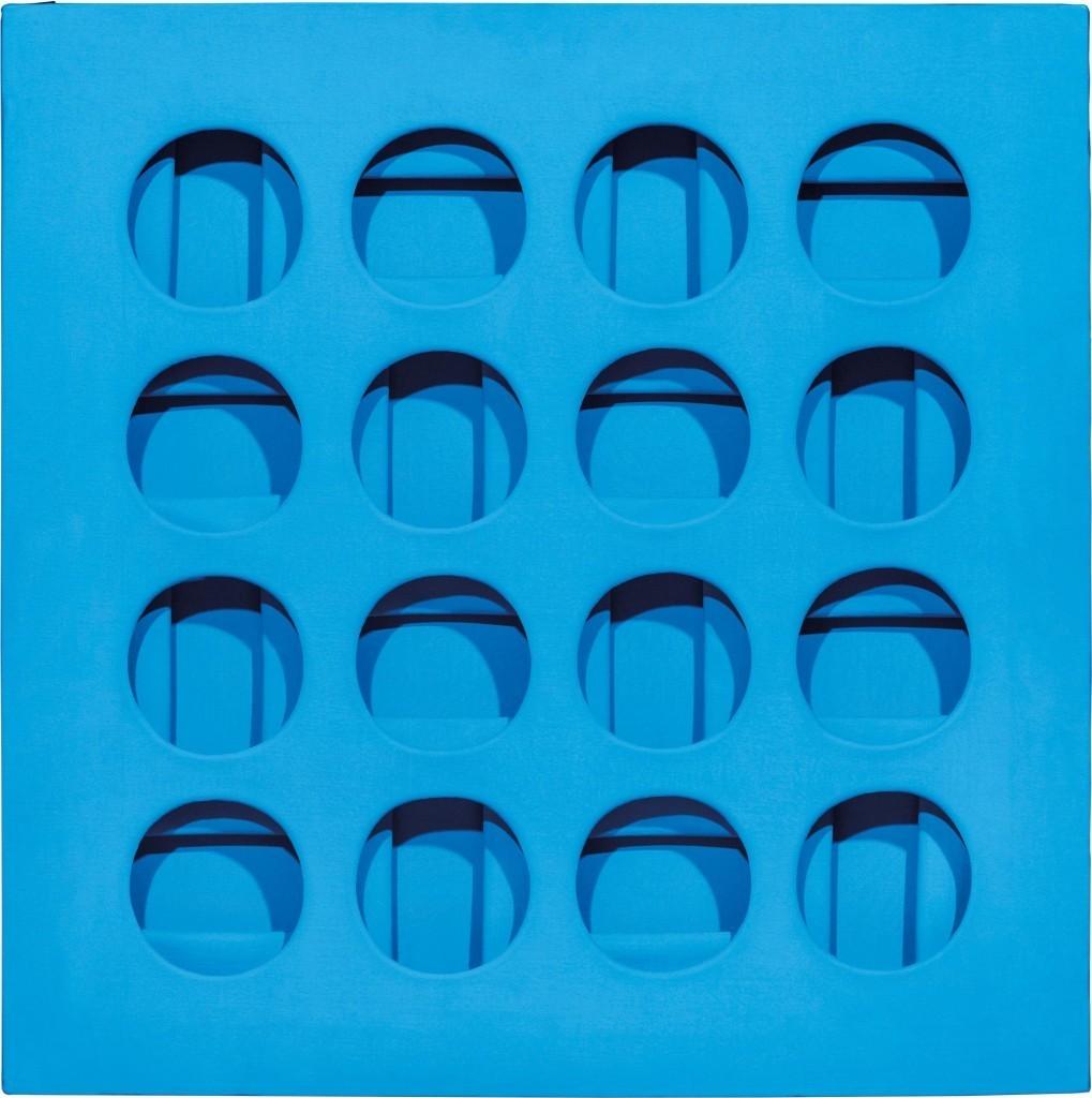 Paolo Scheggi, Intersuperficie curva dall'azzurro, acrylique bleu clair sur des toiles superposées, 70 x 6,8 cm, 1966 Estimation: 160 000-220 000 EUR