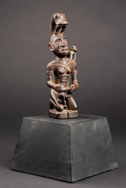 Lote 701: Figura mitológica Vili. Cabinda, Angola. Precio de salida: 2.750 €