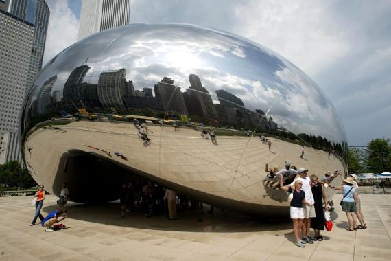 """En 2004, lorsque la sculpture d'Anish Kapoor intitulée """"Cloud Gate"""" a été dévoilée pour la première fois  Photo: AFP"""