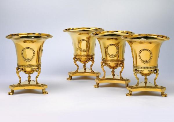 Fyra vinkylare i silver, från Anitjkovpalatset i St. Petersburg. Märkta med Marc Jacquart, Paris, 1798-1809. Utropspris: 980 000 - 1,2 miljoner kronor.
