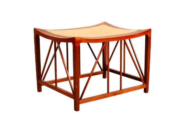 """Nr 12. Pall, mahogny, """"Tutanchamon"""", modell 1063. Josef Frank via Firma Svenskt Tenn. Utrop: 10.000 sek. Formstad Auktioner"""