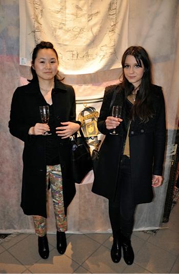 Yayoe-Nakano-och-Emily-Riddarhage_Stockholms-Auktionsverk_Fashion_AUKTION