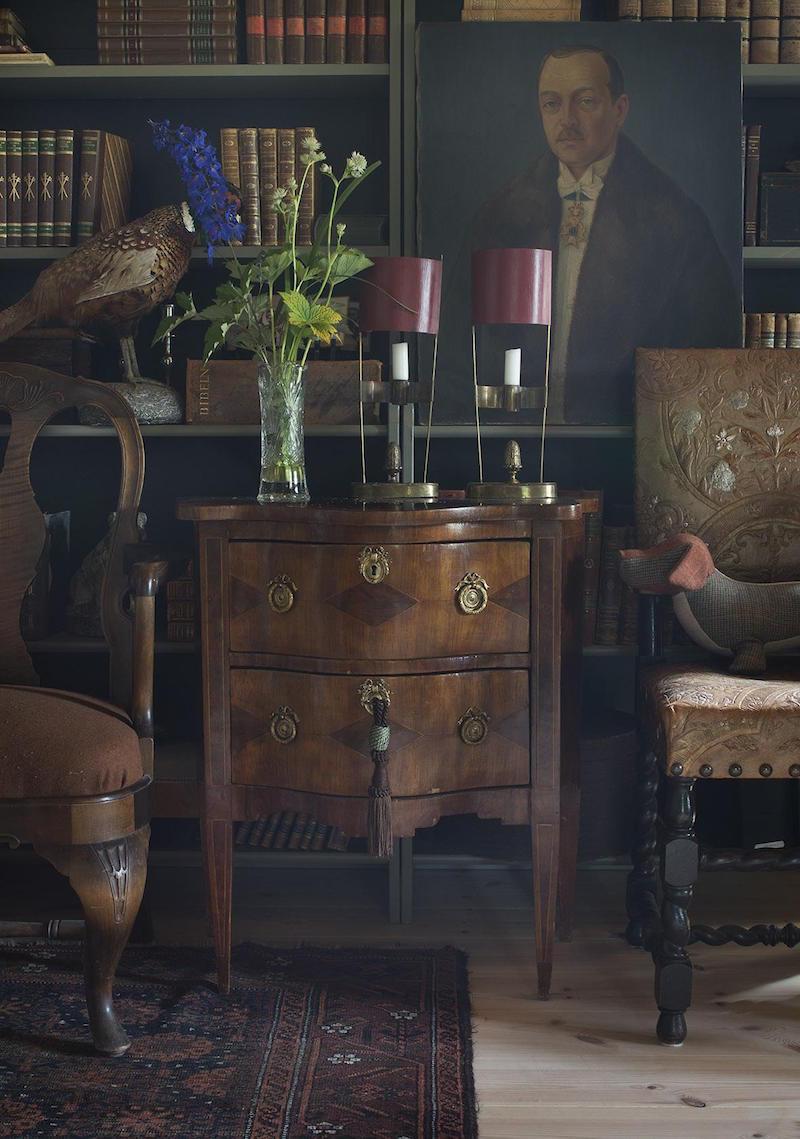Den lilla Byrån har under enligt följt Med Björn från hans tidigare hösten och är en favorit intetsägande auktionsfynden.