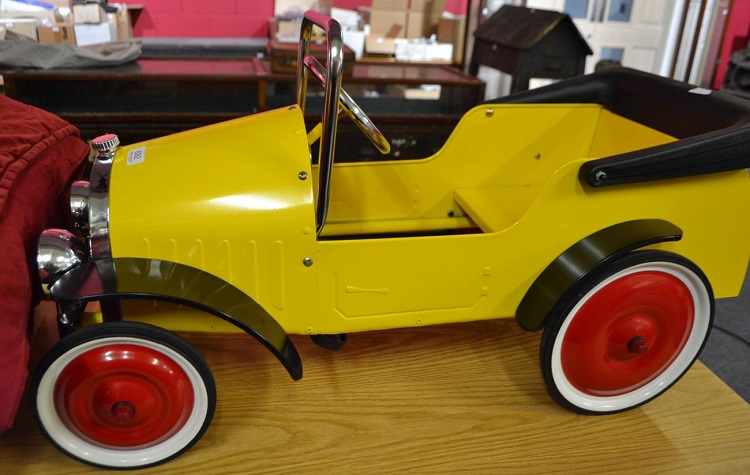 tennants 1930s style steel pedal car