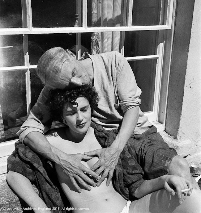 Leonora Carrington och Max Ernst, fotograferade av Lee Miller 1937. Foto via theredlist.com.