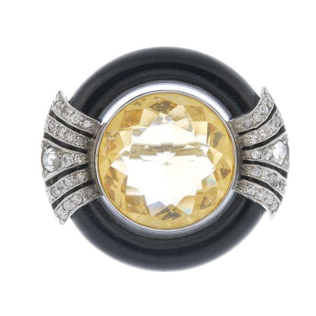 Brosch med diamant, onyx och citrine. Utrop: 15,800 sek. Fellows & Sons
