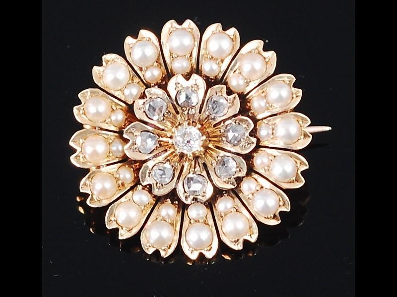 Broche en oro con diamantes y perlas