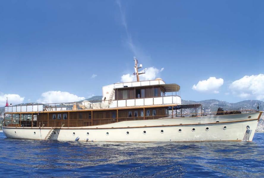 Dickie & Sons Over The Rainbow, ex Jean-Michel Folon Yacht de 1930 ayant appartenu à Jean-Michel Folon. Ce célèbre artiste contemporain a mis son talent au profit de la restauration de ce motor yacht de 35 mètres.