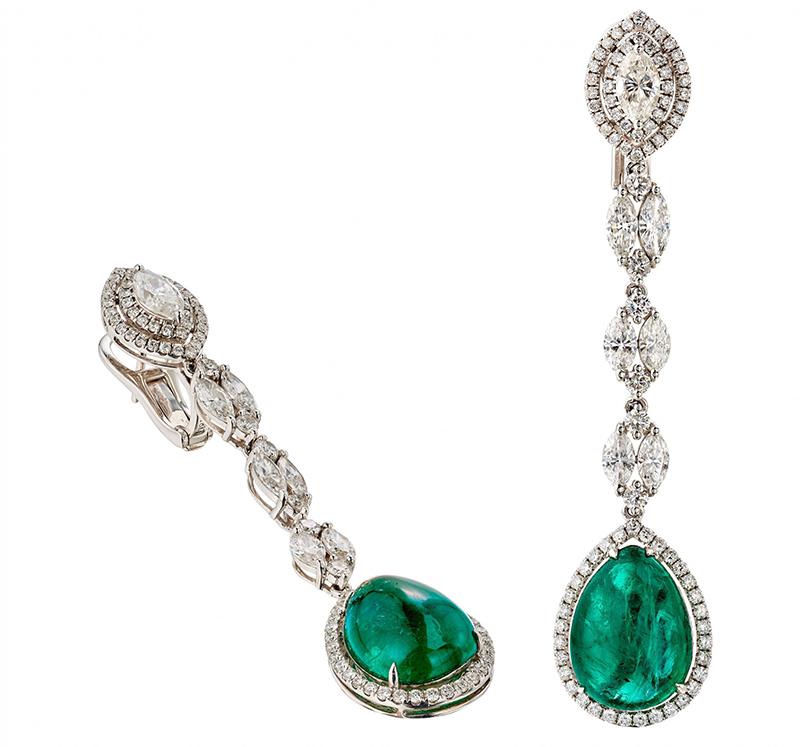 Paire de pendants d'oreilles en or gris, composés d'une ligne de diamants navette retenue par un bouton orné d'un diamant navette dans un double entourage de diamants et terminée d'un cabochon poire d'émeraude bordé de diamants