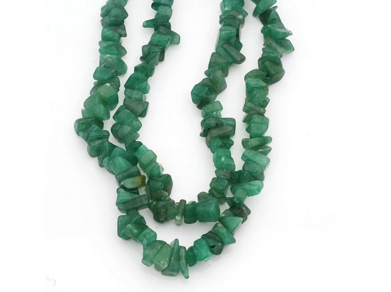 Collar largo realizado en cuarzo verde de cuentas facetadas y pulidas