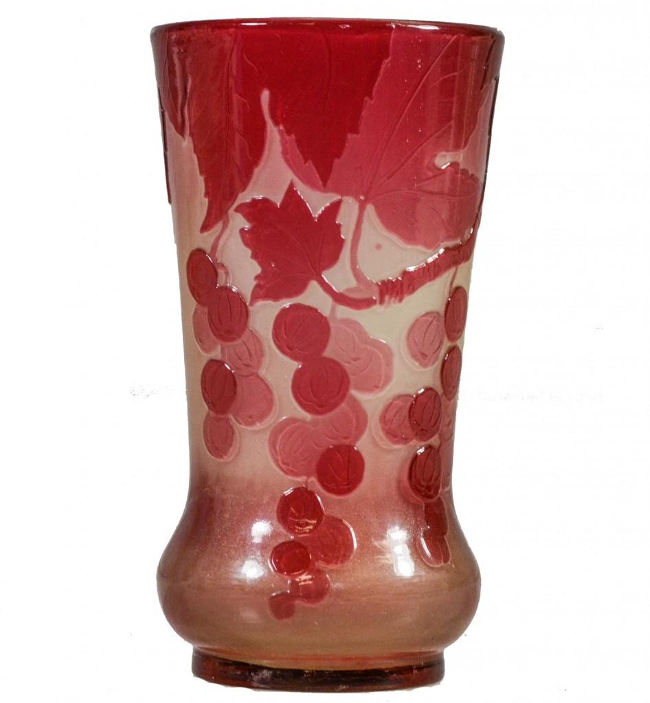 Vase Emile Gallé aux raisins stylisés William H. Bunch
