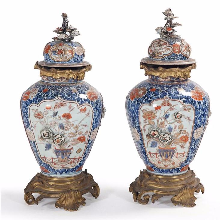 Paire de grands vases ovoïdes - 19e siècle Image via Millon