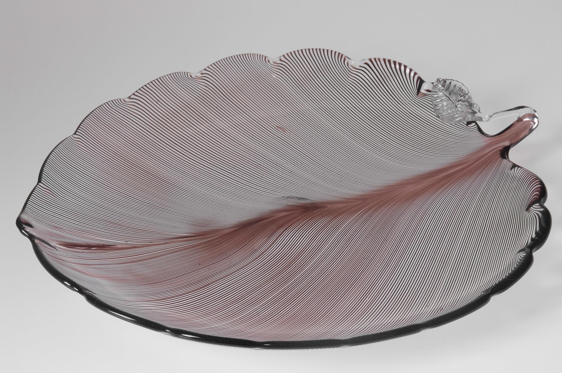 Blattförmige Schale von Tyra Lundgren für Venini | Foto via jacksons.se