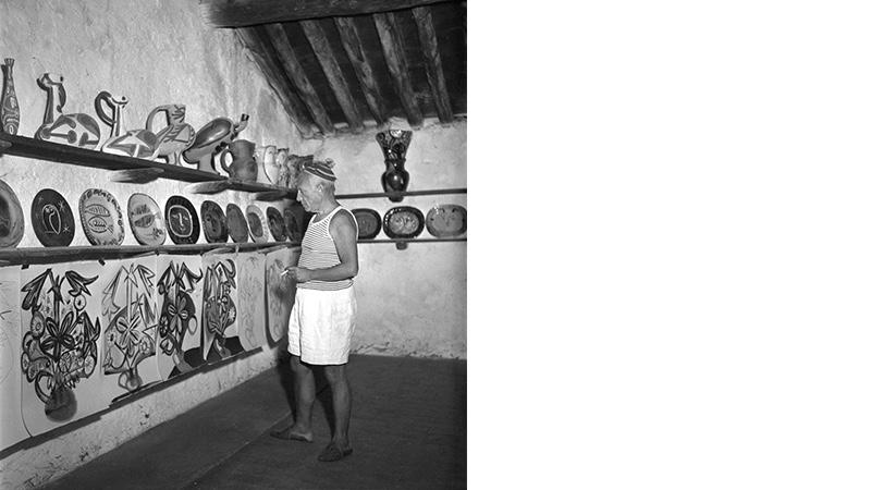 Pablo Picasso in seinem Atelier in Vallauris, 1948 | Foto via exploregram.com