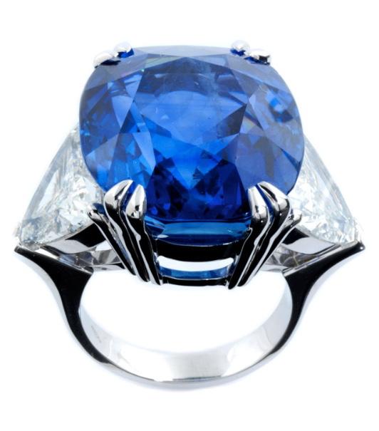 Weißgoldring mit Burma-Saphir (44,86 ct) und Diamanten (zus. ca. 6,8 ct) Schätzpreis: 150.000-250.000 EUR