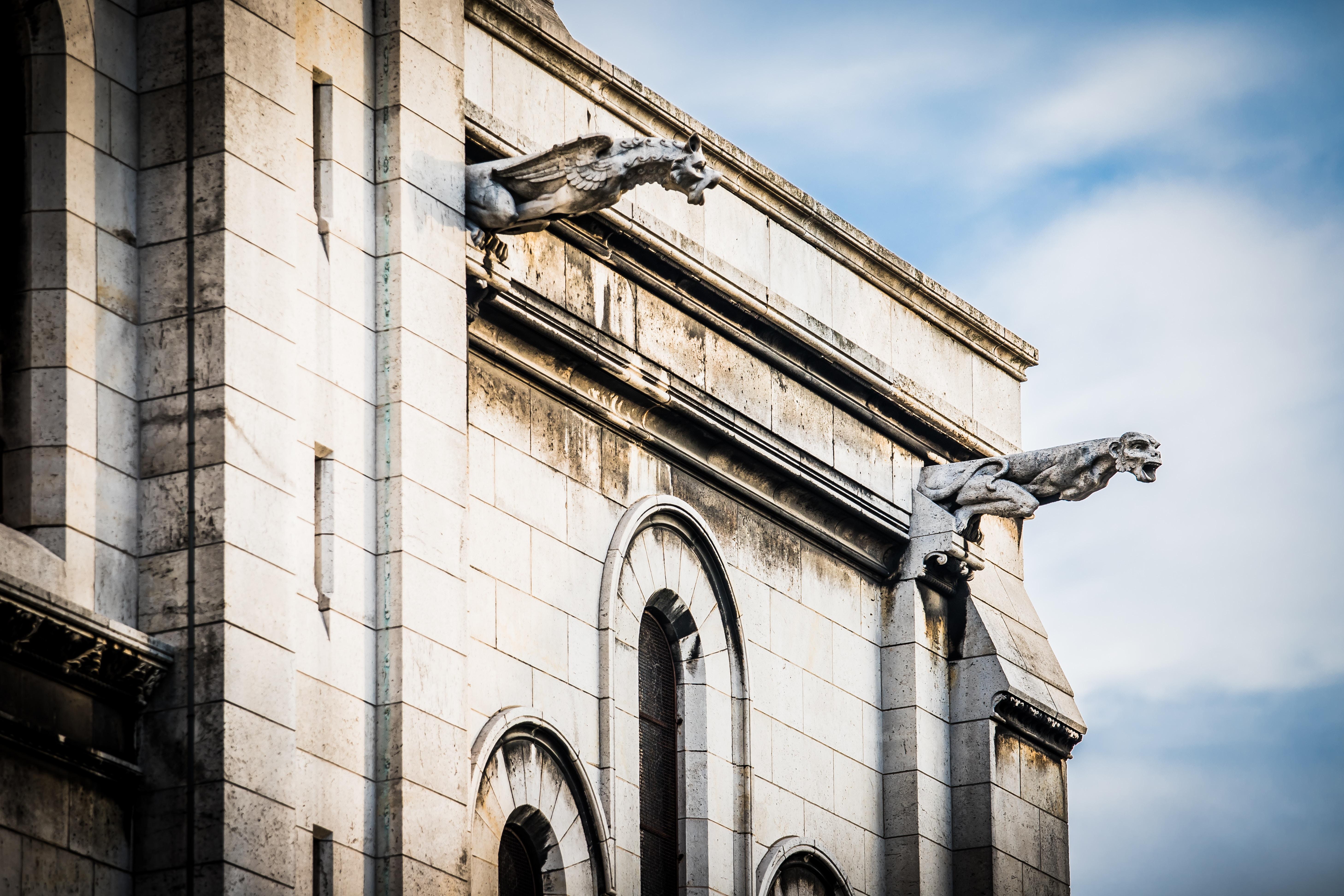 Gotiska gargoyler på Notre-Dames som leder bort vatten från fasaden vid regnfall. Foto: Stephanie LeBlanc via Unsplash
