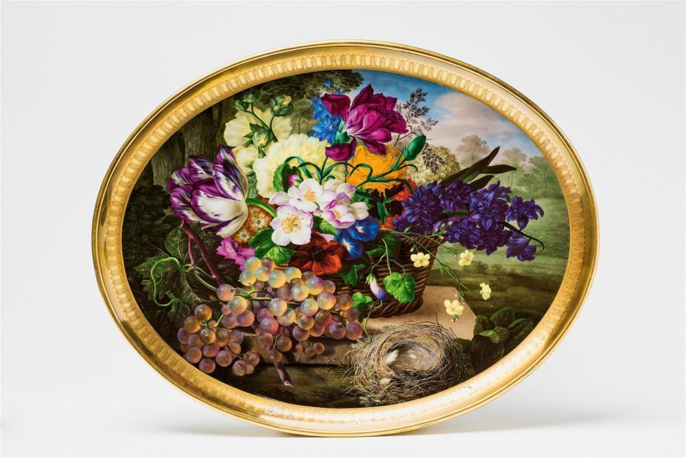 Plateau à décor de fleurs, raisins et nid d'oiseau, Manufacture impériale de Vienne, 1816, image ©Lempertz