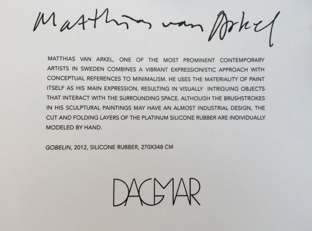 Tag, som hänger på de plagg där tygernas mönster har inspirerats av Matthias van Arkels silikonverk.