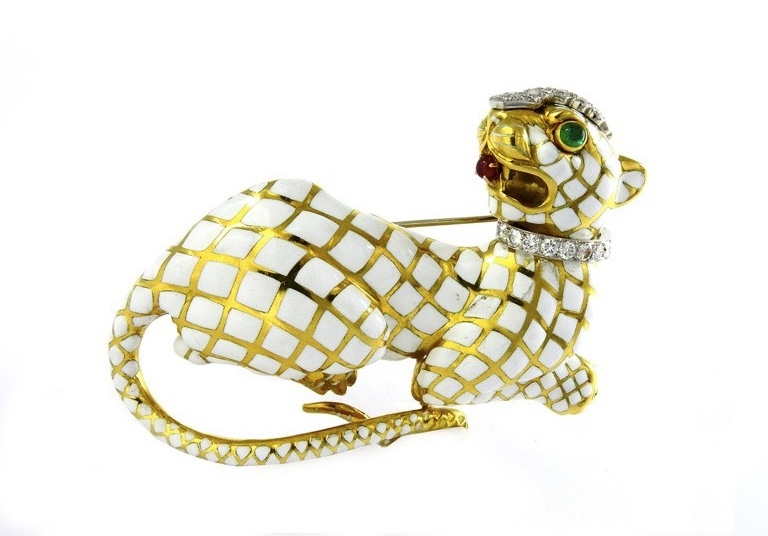 Cat-shaped brooch, yellow gold and platinum with enamel, diamonds, rubies and emeralds