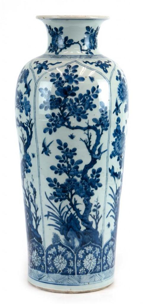 Kangxi-Vase mit blauem Vogel- und Blumendekor, China 17./18. Jh. Limit: 4.000 EUR