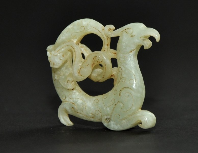 Fénix en jade con símbolos del yin y el yang (475-221 a.C.)